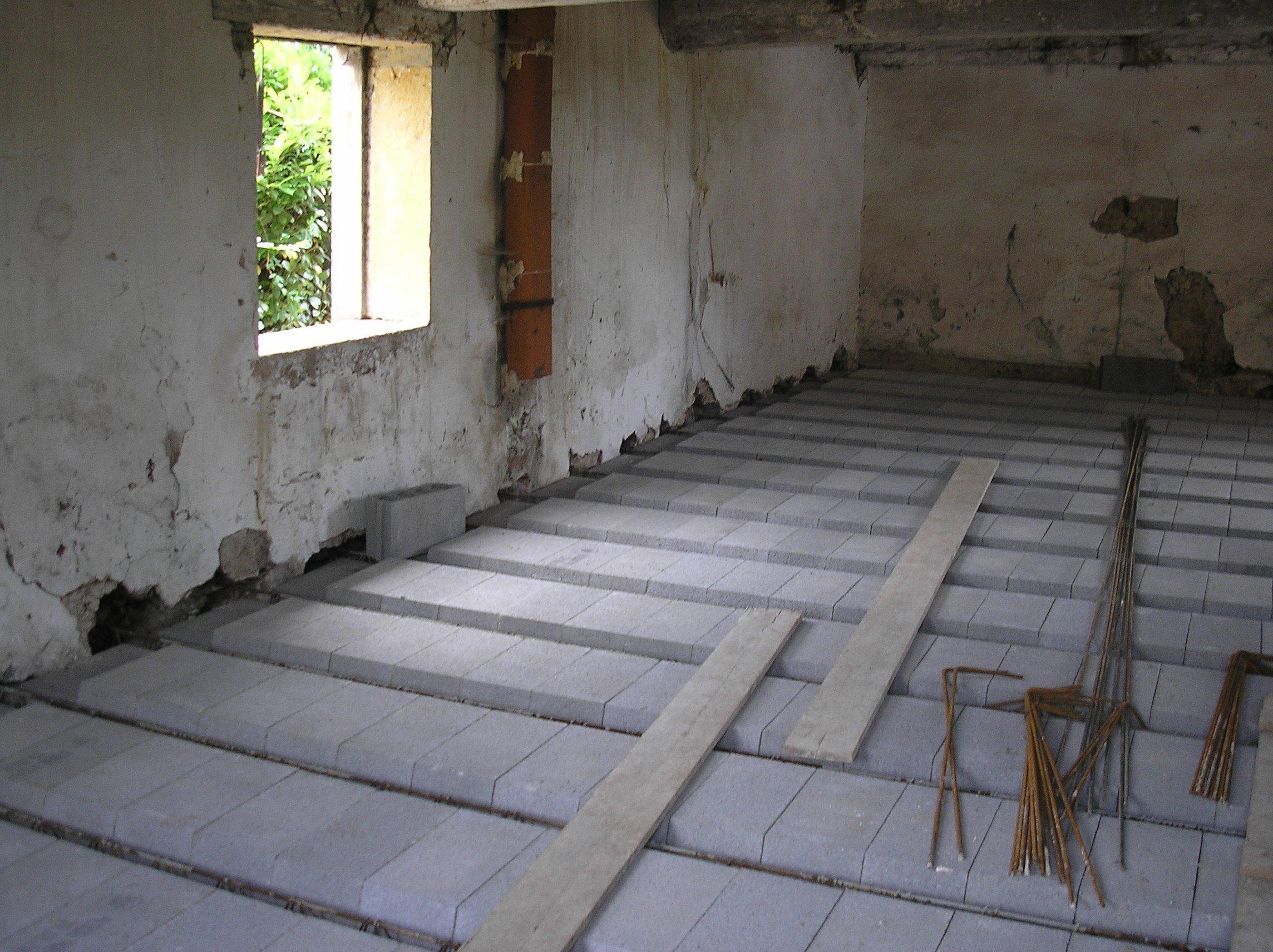 C est reparti la renovation de a z - Renovation vieille maison pierre ...