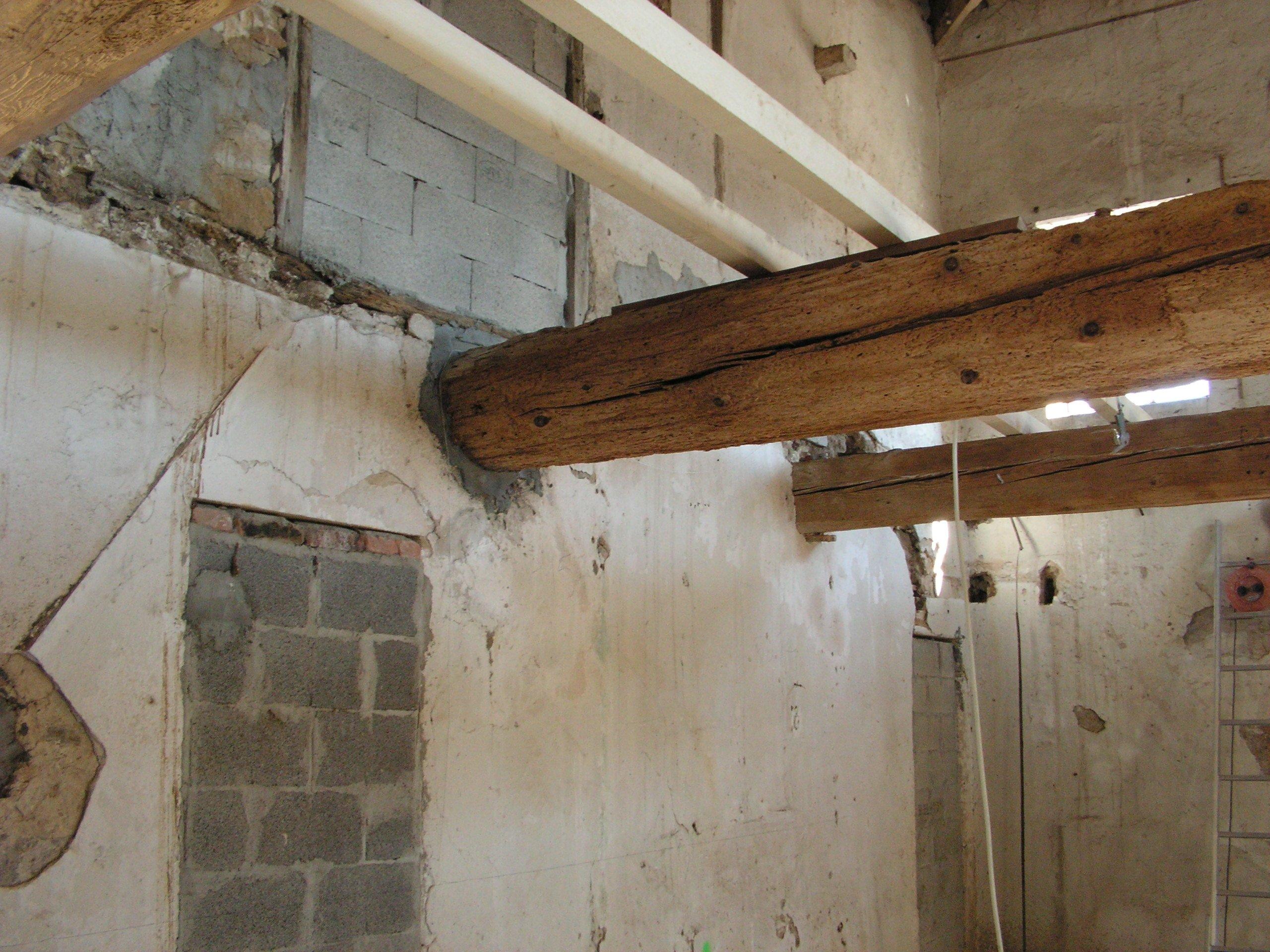 mettre les poutres pour plancher bois d querre la renovation de a z. Black Bedroom Furniture Sets. Home Design Ideas